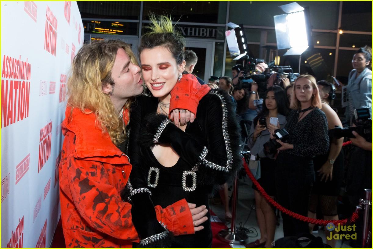 bella thorne mod sun kisses nation premiere 07