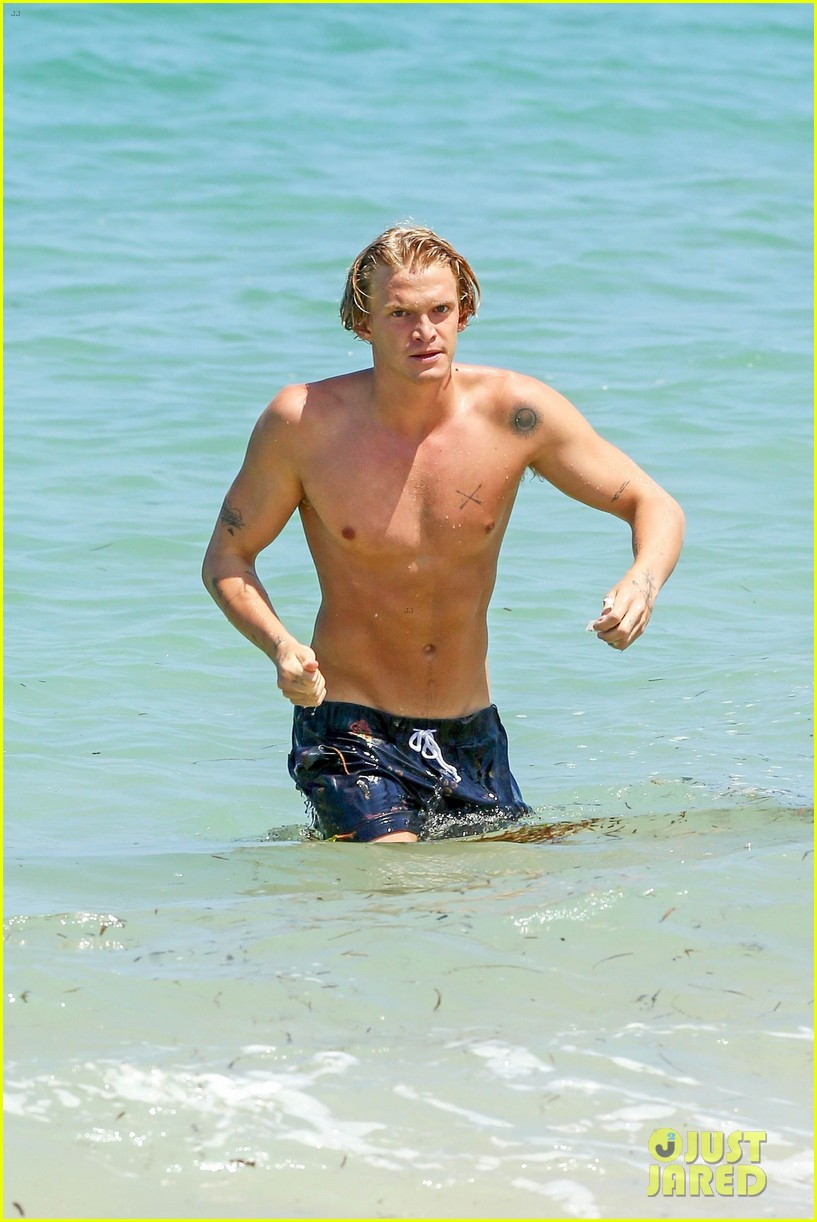 cody simpson hits the beach with girlfriend clair wuestenberg 10