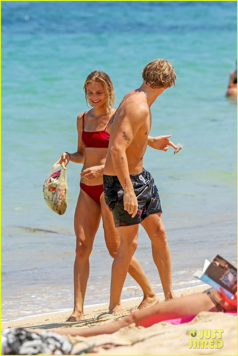 cody simpson hits the beach with girlfriend clair wuestenberg 15