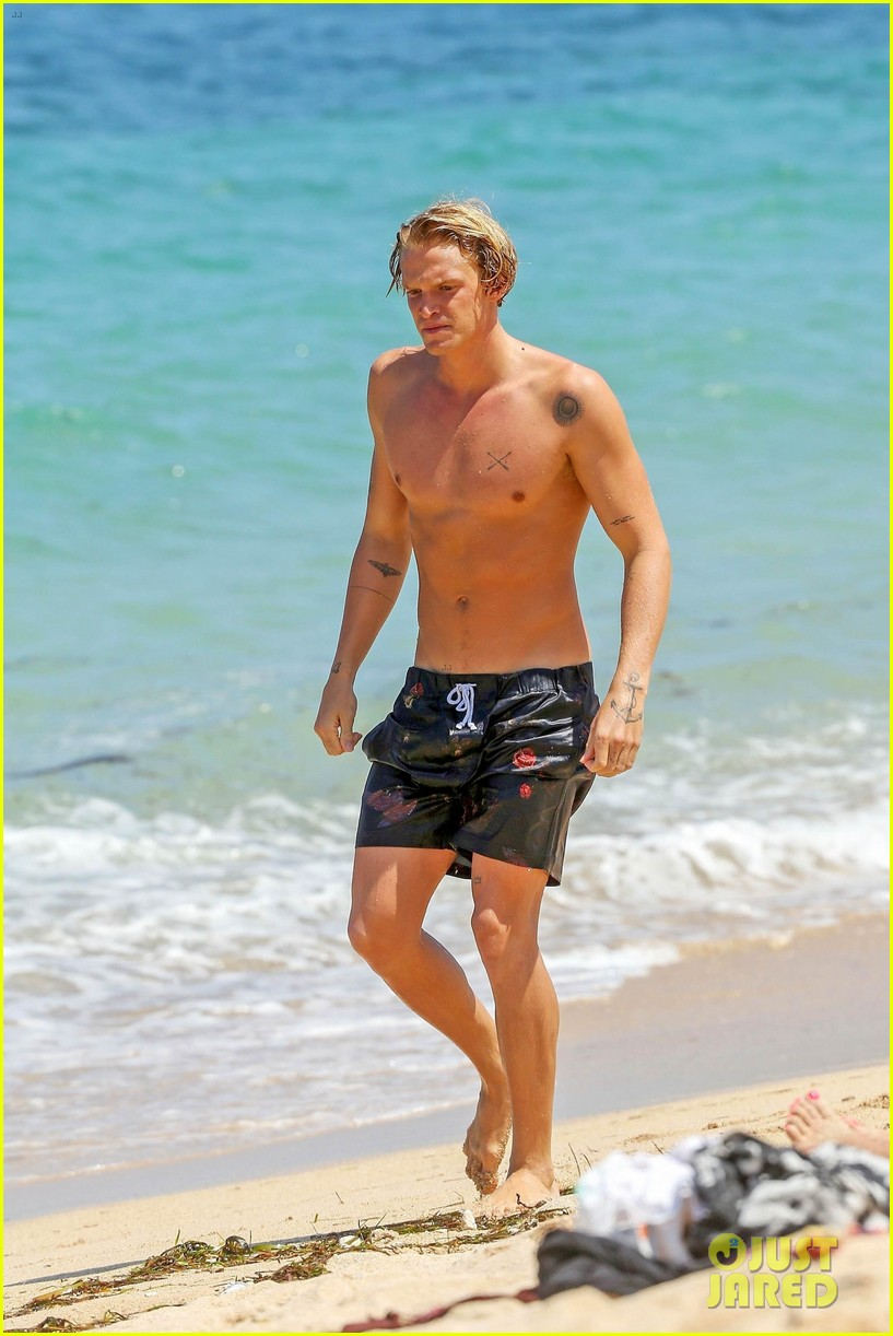 cody simpson hits the beach with girlfriend clair wuestenberg 16