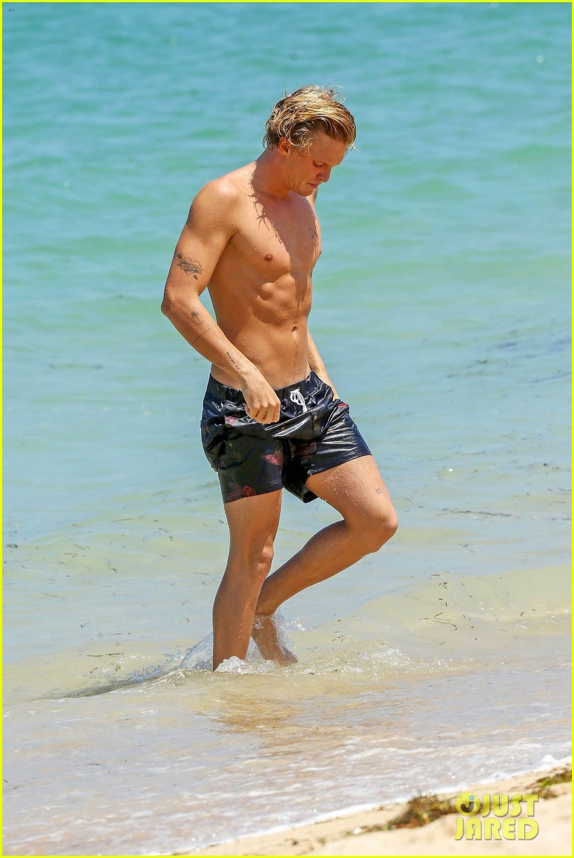 cody simpson hits the beach with girlfriend clair wuestenberg 17