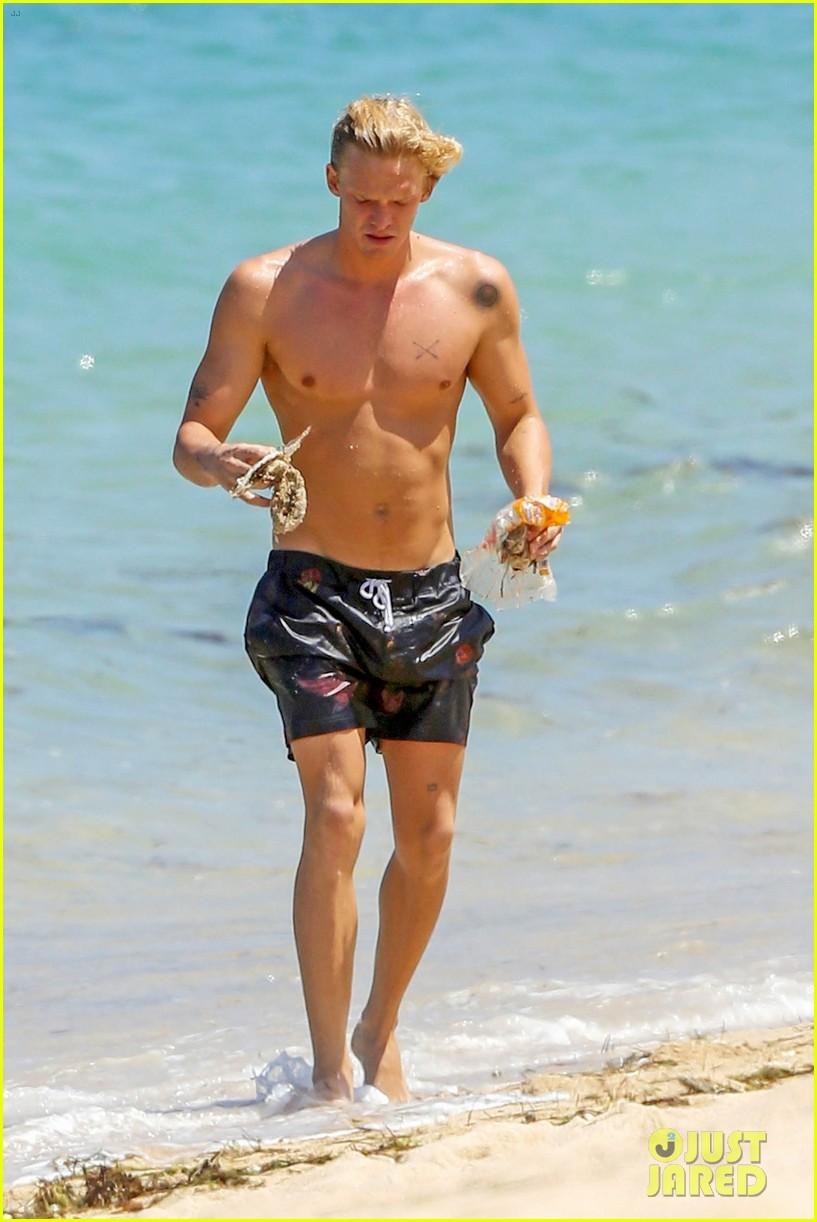 cody simpson hits the beach with girlfriend clair wuestenberg 41