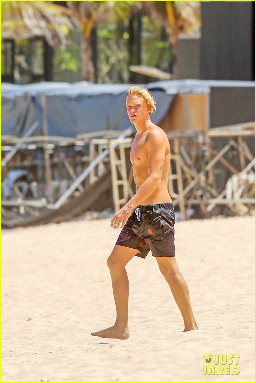 cody simpson hits the beach with girlfriend clair wuestenberg 45