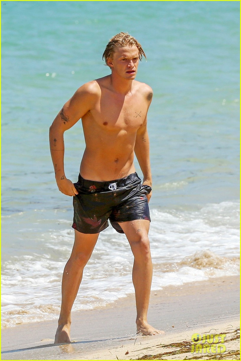 cody simpson hits the beach with girlfriend clair wuestenberg 54