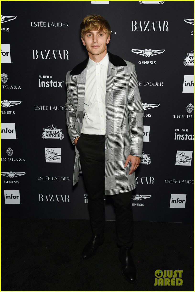 kaia and presley gerber join hayley kiyoko and more stars at harpers bazaar icons party 12
