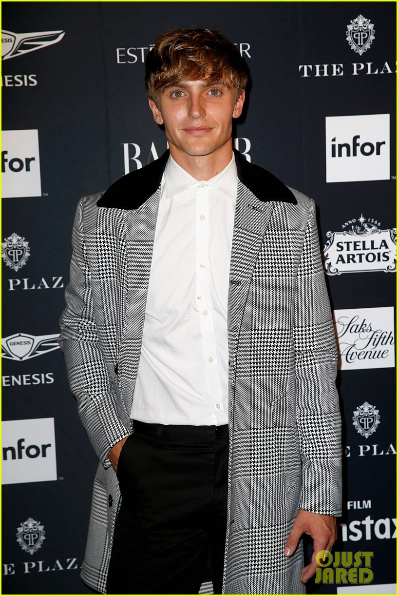 kaia and presley gerber join hayley kiyoko and more stars at harpers bazaar icons party 34