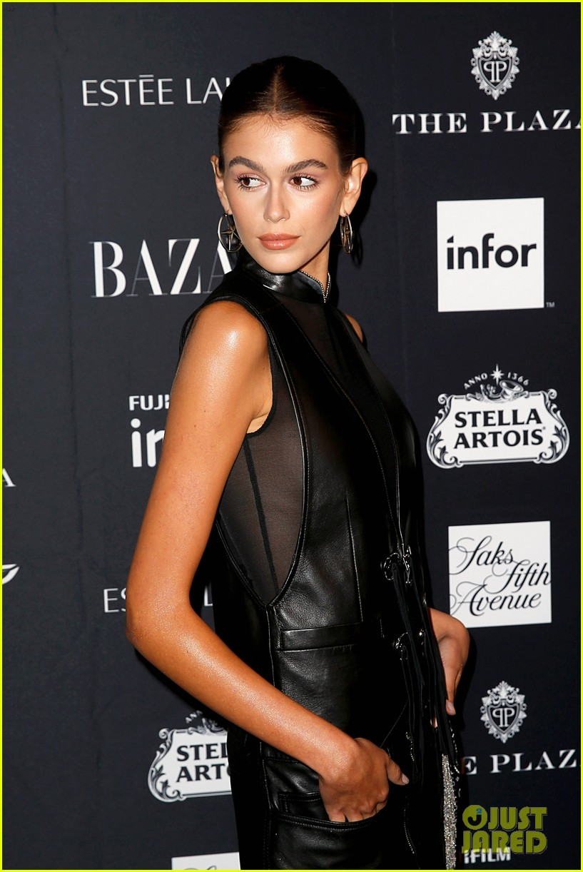 kaia and presley gerber join hayley kiyoko and more stars at harpers bazaar icons party 38