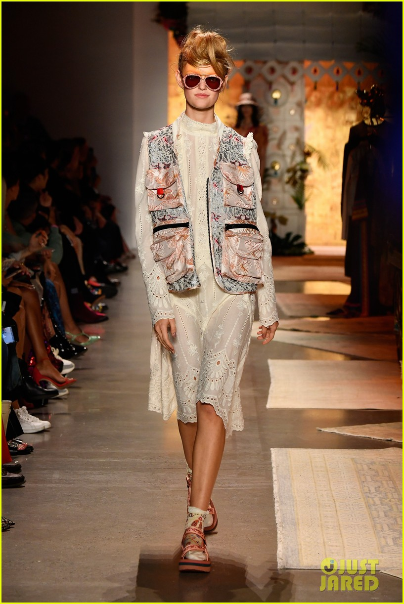 gigi hadid bella hadid and kaia gerber look fab in floral for anna suis nyfw show 23