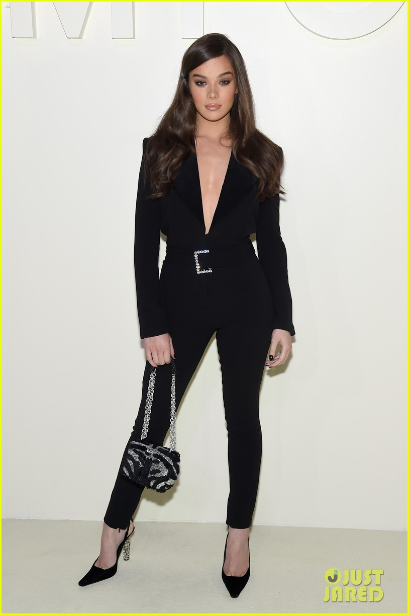 hailee steinfeld suits up for tom ford nyfw show 01