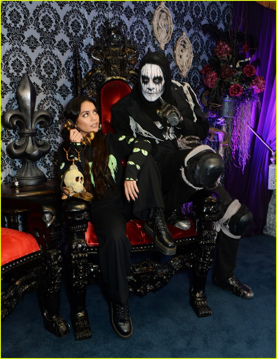 vanessa hudgens channels her inner monster at knotts scary farm with austin butler09