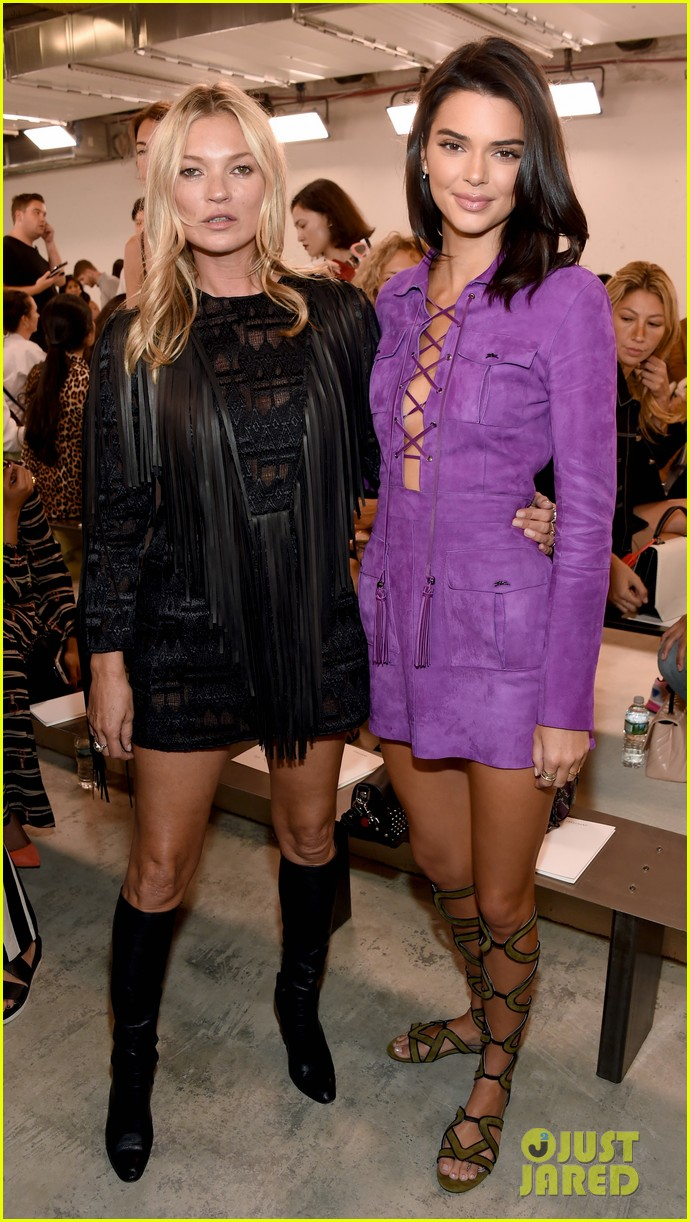kendall jenner hangs out with priyanka chopra kate moss at longcham nyfw show 04