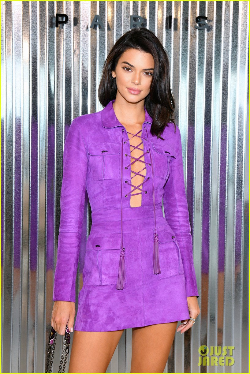 kendall jenner hangs out with priyanka chopra kate moss at longcham nyfw show 17