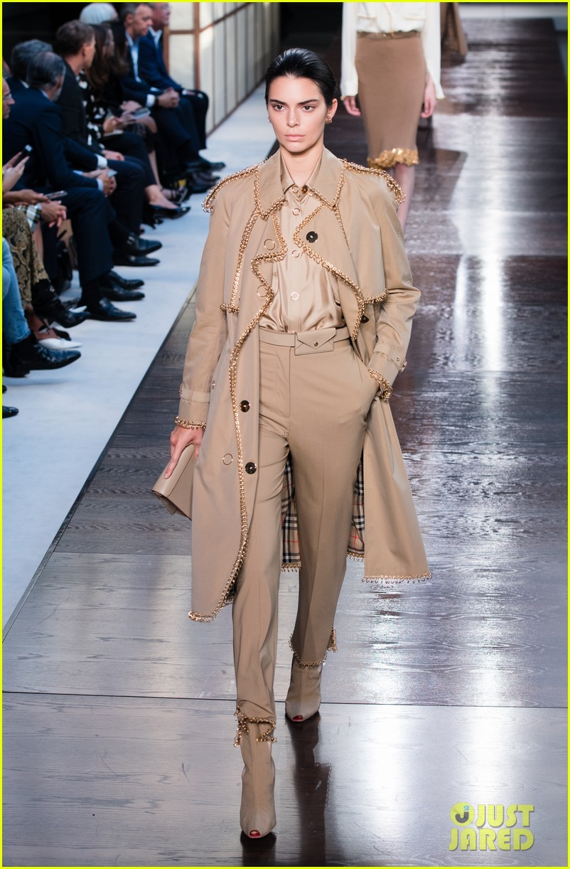 Kendall Jenner Walks Burberry 39 S Runway During London Fashion Week Photo 1186215 Photo