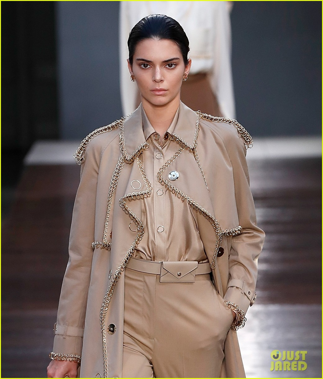 Kendall Jenner Walks Burberry 39 S Runway During London Fashion Week Photo 1186216 Photo