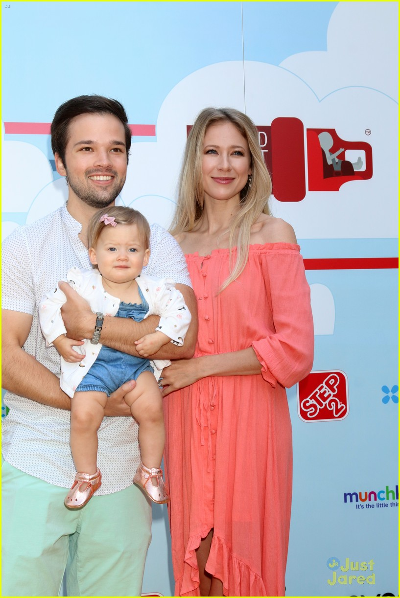 nathan kress little family event 01