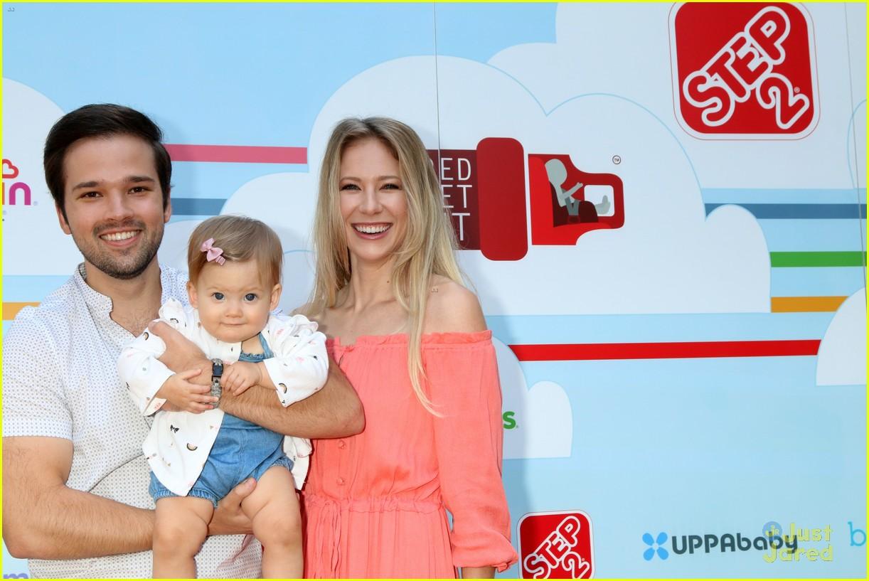 nathan kress little family event 02