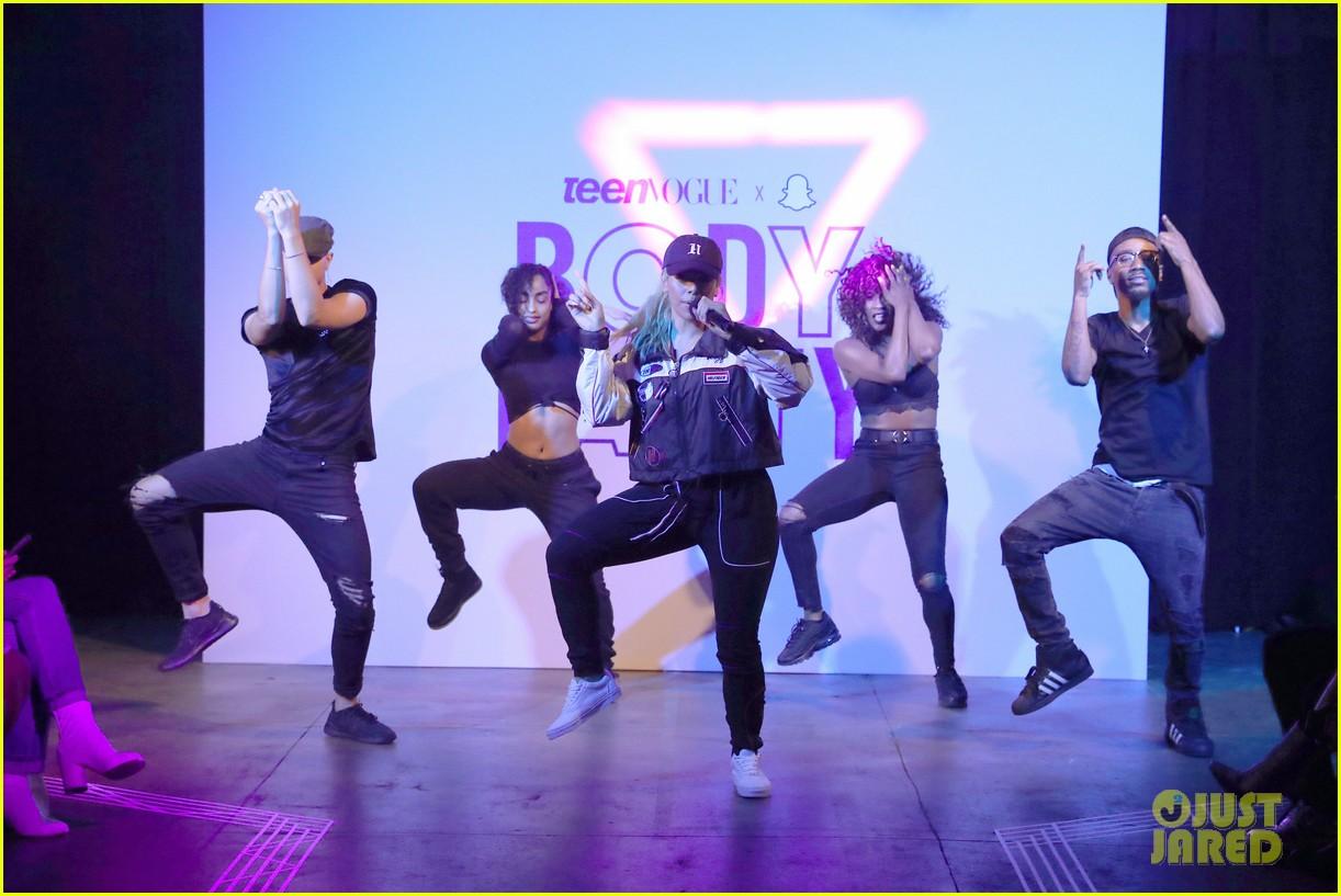 dinah jane bottled up first performance teen vogue nyfw party 20