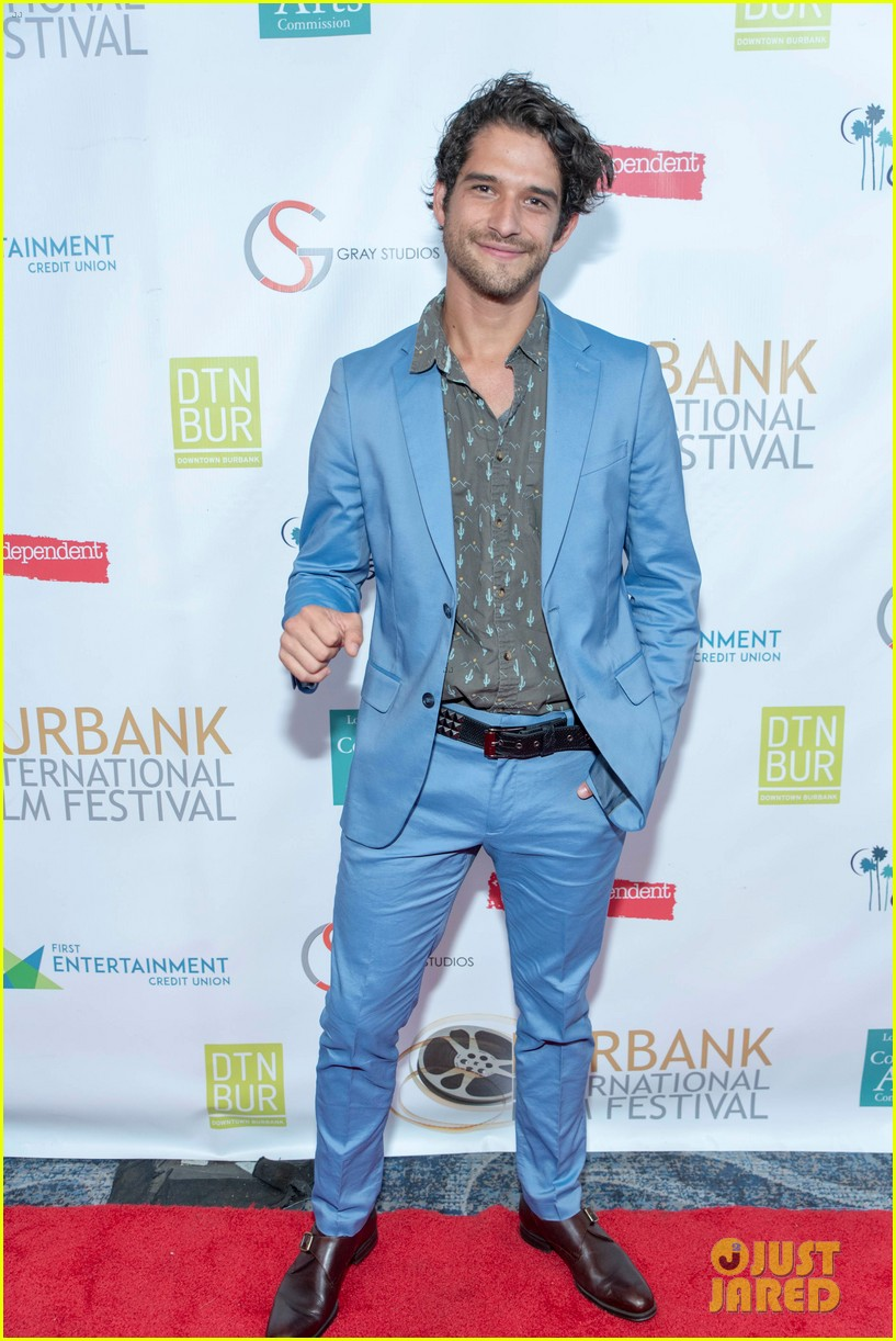 ariel winter andl levi meaden join tyler posey for burbank film festivals closing night 12