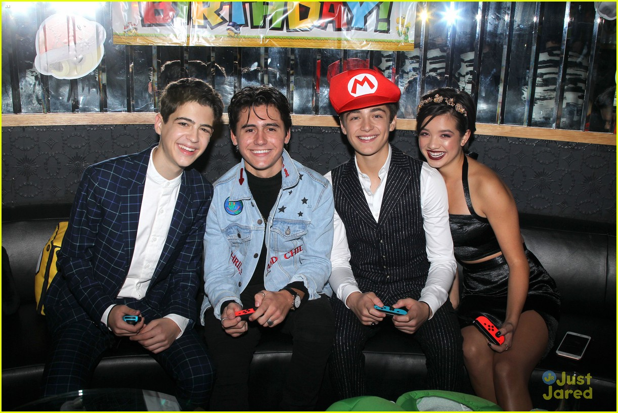 asher angel 16 bday nintendo party pics 01