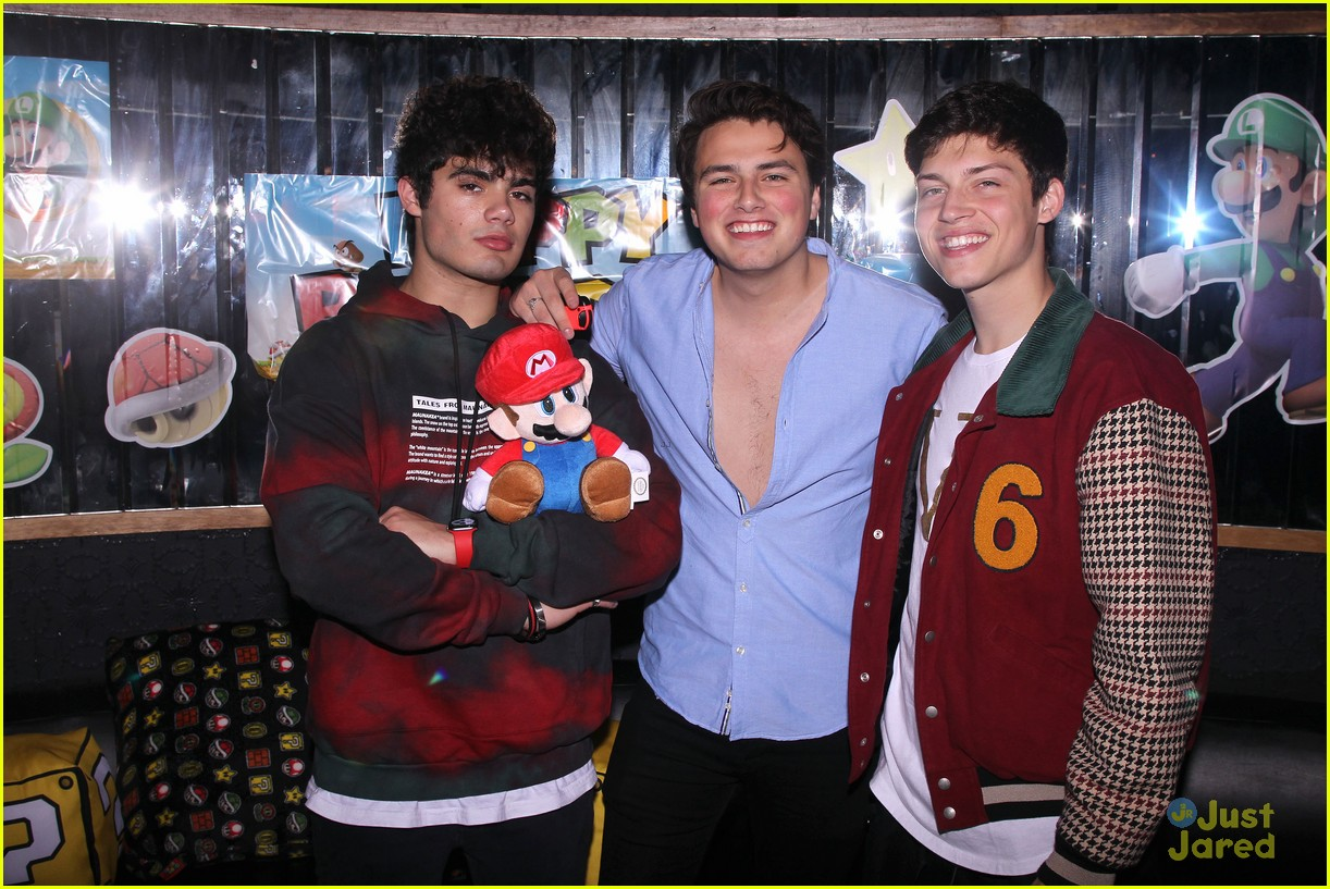 asher angel 16 bday nintendo party pics 05