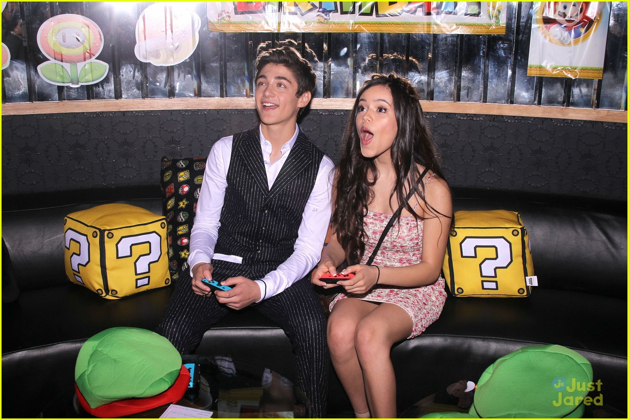 asher angel 16 bday nintendo party pics 07
