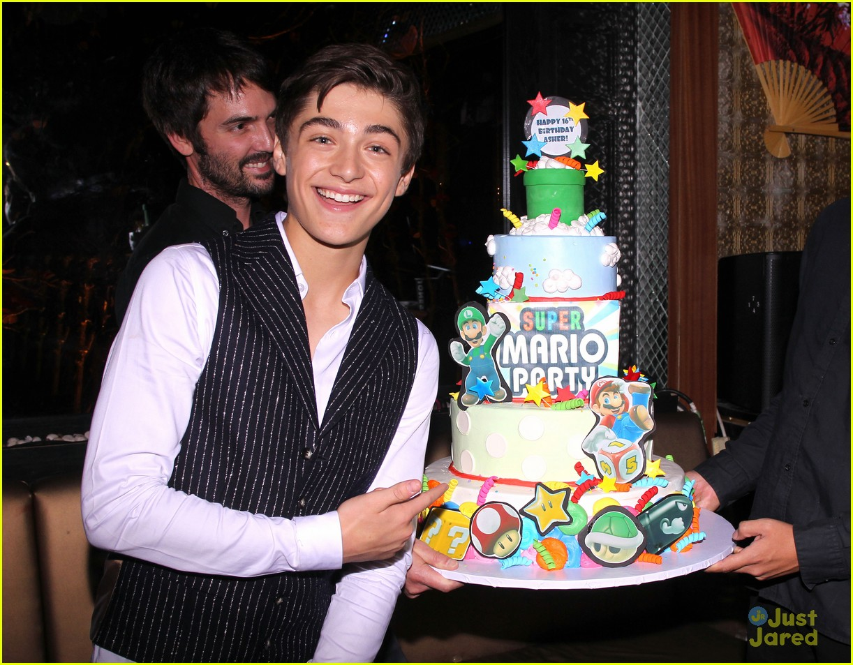 asher angel 16 bday nintendo party pics 12
