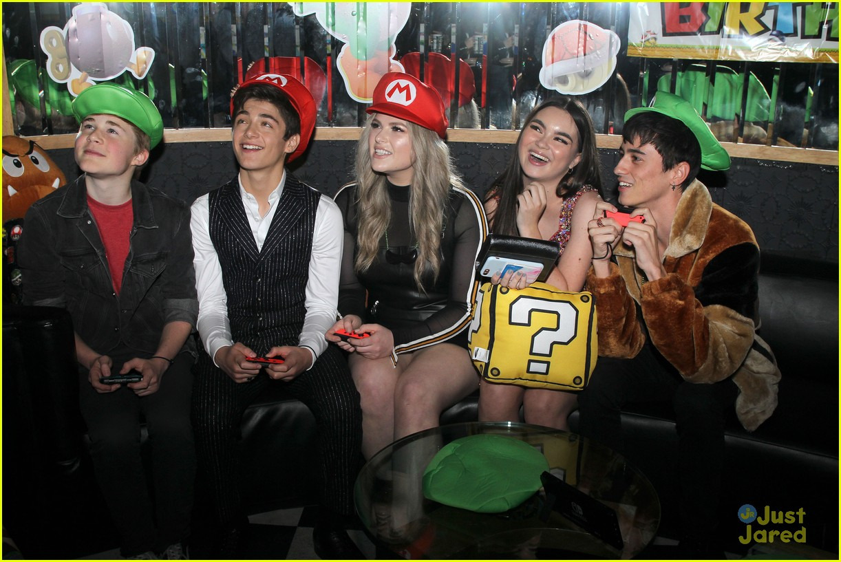 asher angel 16 bday nintendo party pics 17