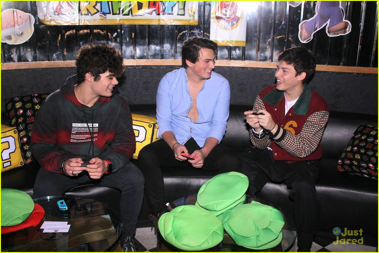 asher angel 16 bday nintendo party pics 18