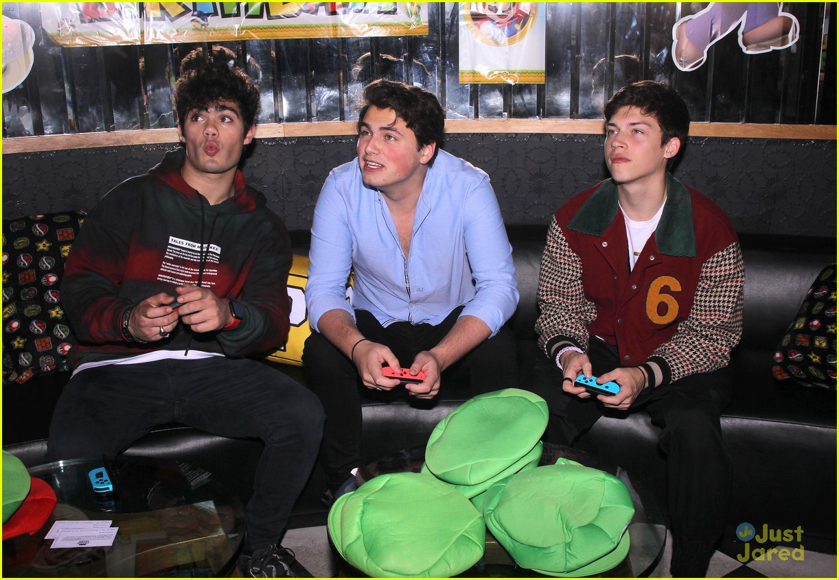 asher angel 16 bday nintendo party pics 19