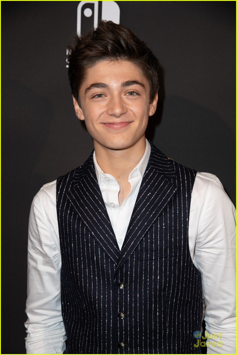 asher angel 16 bday nintendo party pics 45