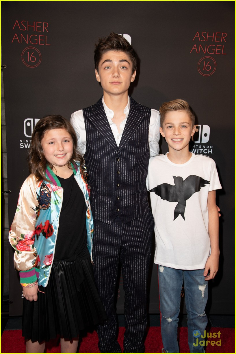 asher angel 16 bday nintendo party pics 46