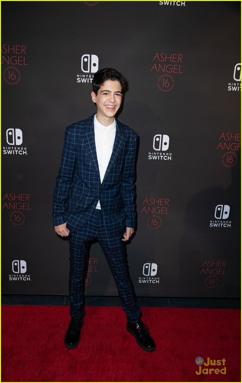 asher angel 16 bday nintendo party pics 54
