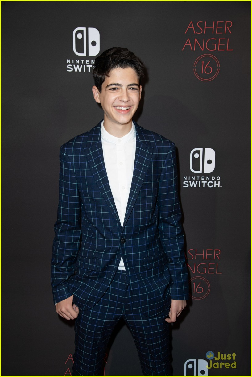 asher angel 16 bday nintendo party pics 55