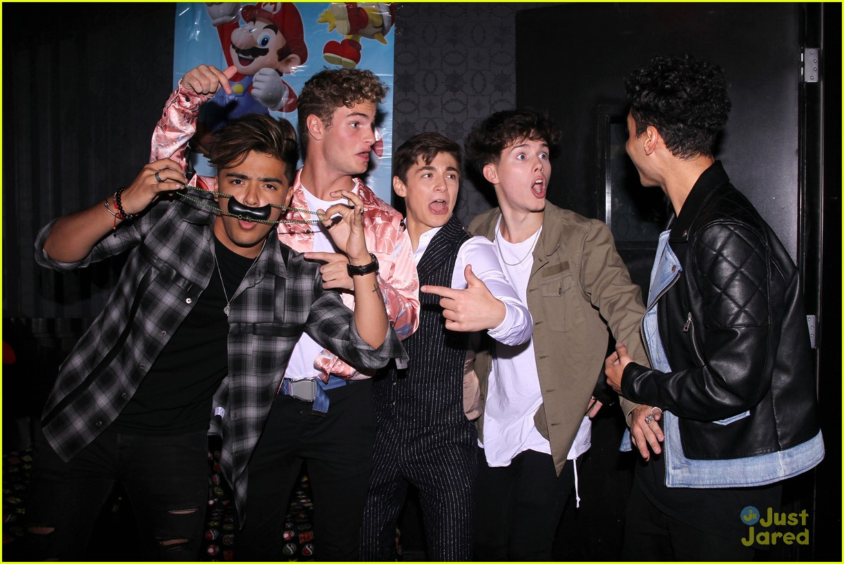 asher angel 16 bday nintendo party pics 82