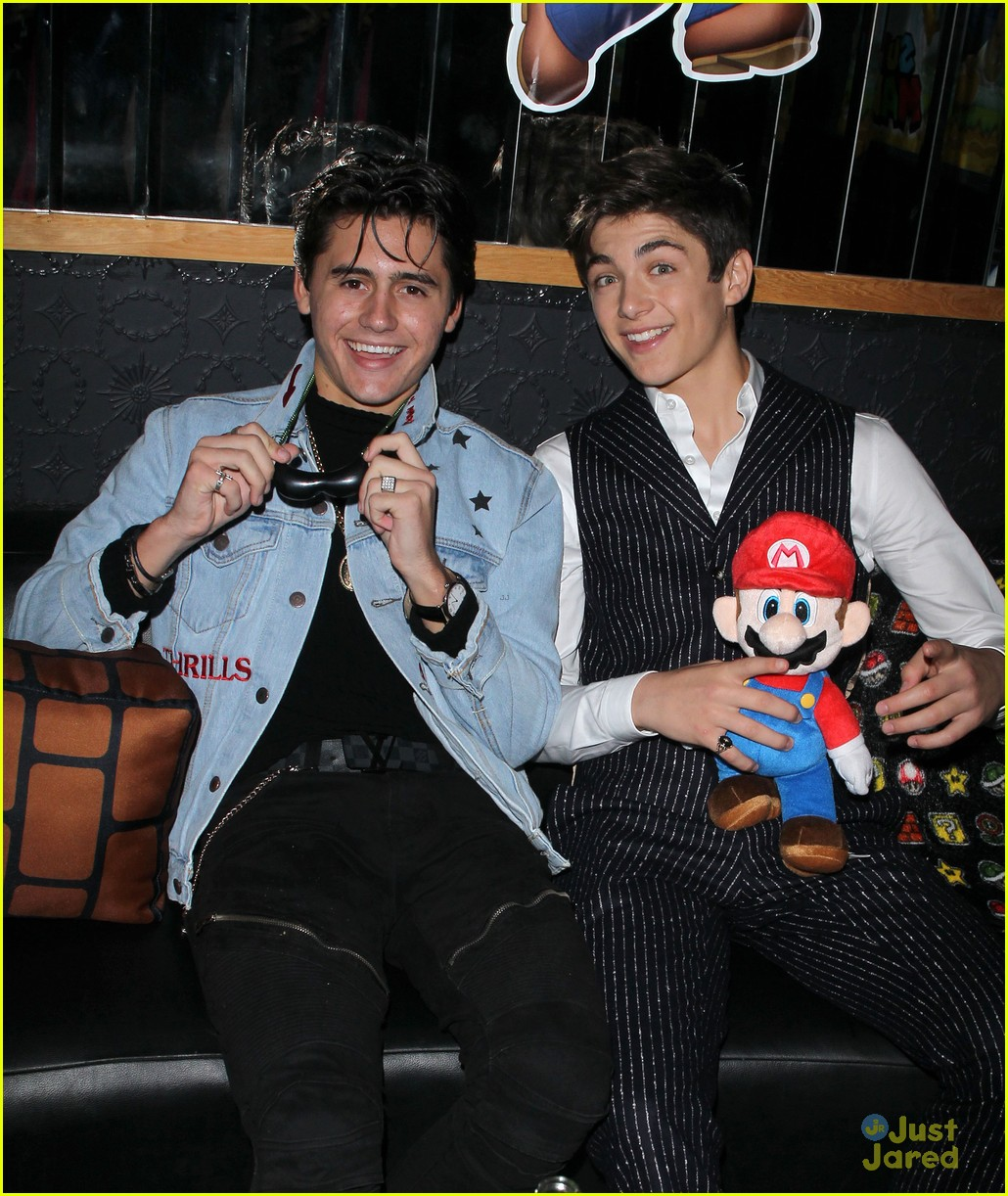 asher angel 16 bday nintendo party pics 86