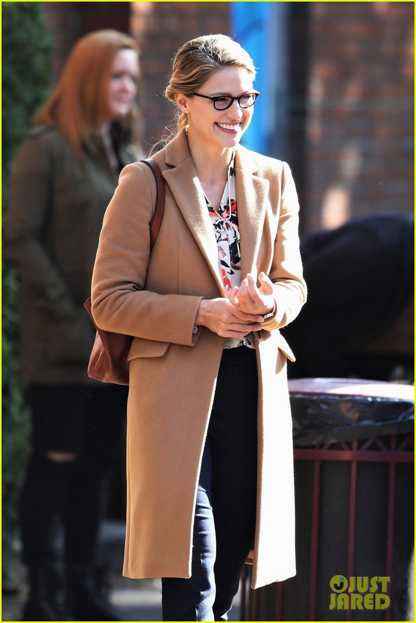 melissa benoist is all smiles on supergirl set in vanouver 01