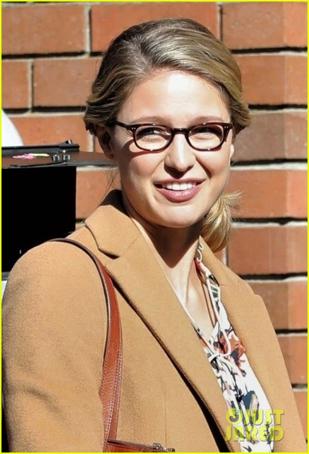 melissa benoist is all smiles on supergirl set in vanouver 02