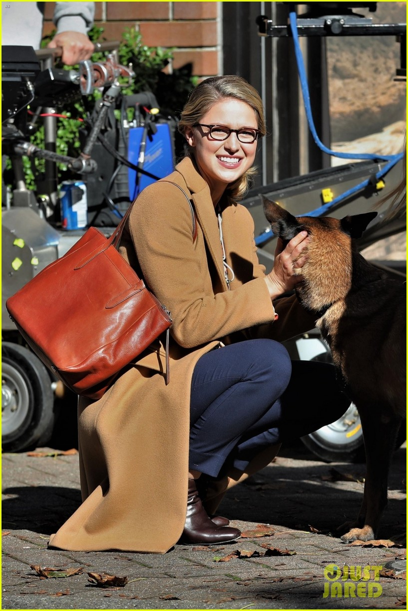 melissa benoist is all smiles on supergirl set in vanouver 03