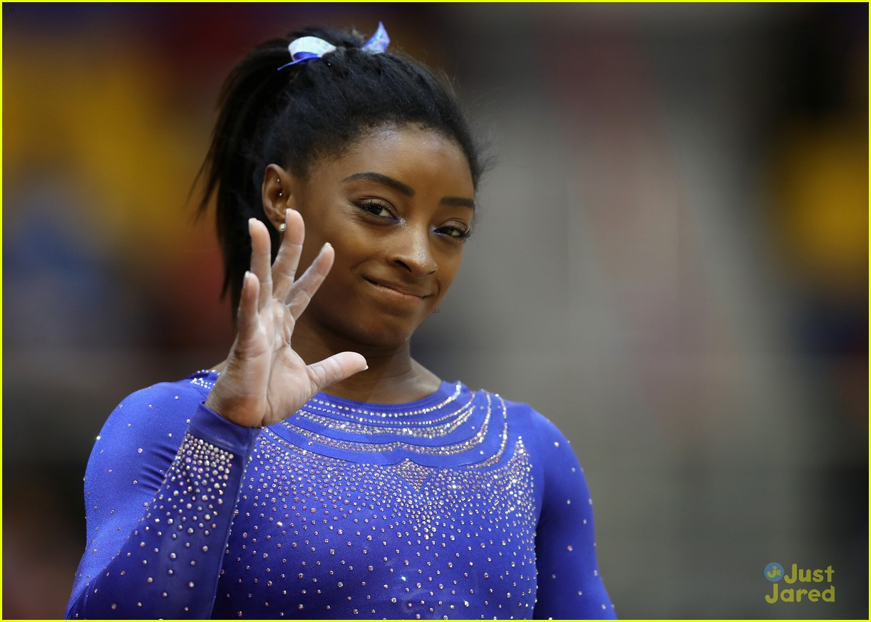 simone biles competes with kidney stone world championships 01