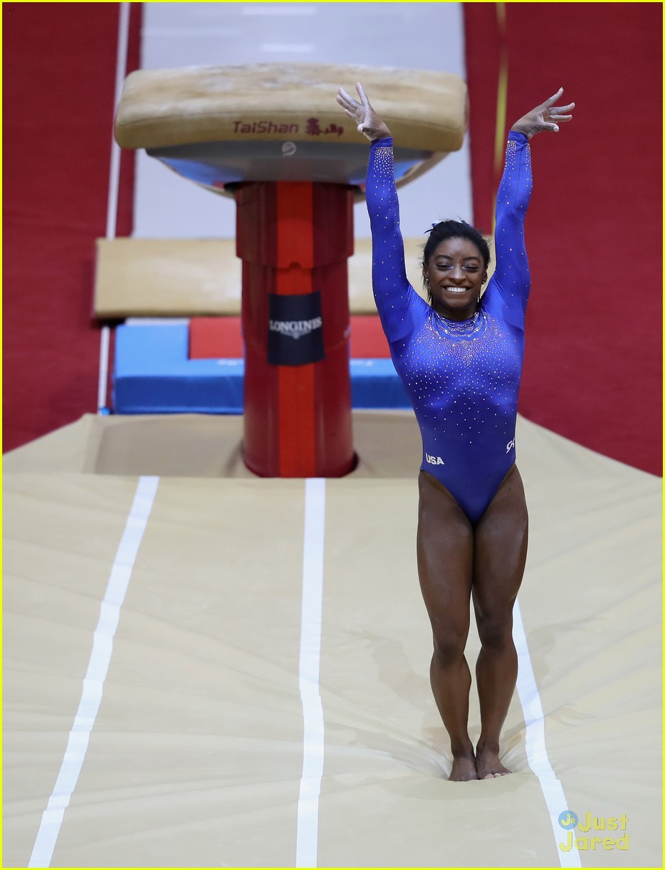 simone biles competes with kidney stone world championships 04