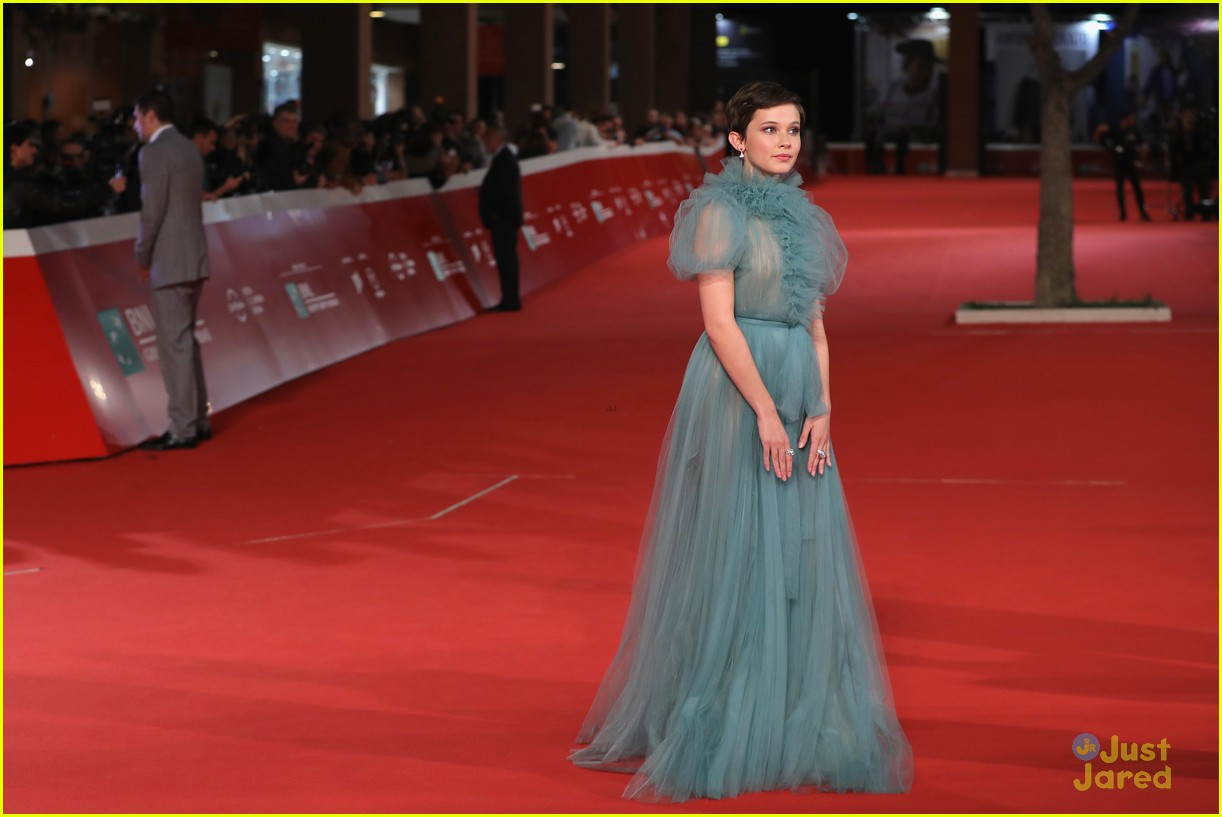 cailee spaeny blue valentino gown rome 06