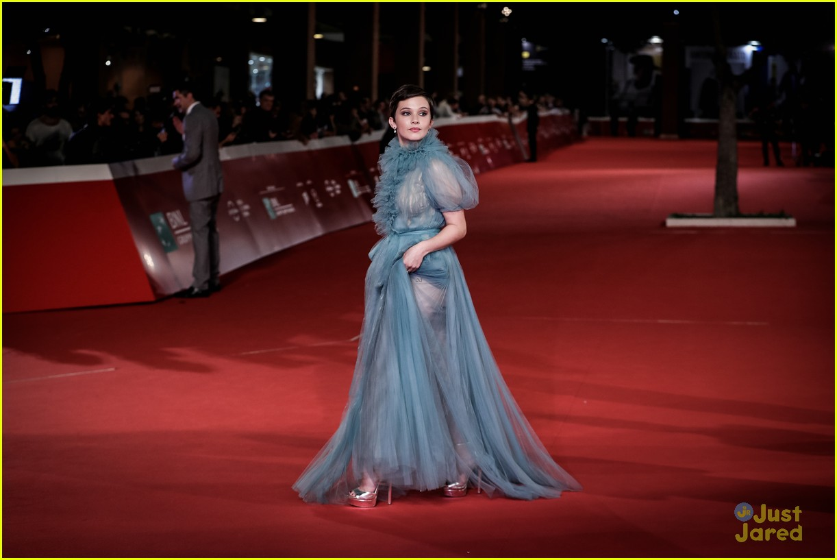 cailee spaeny blue valentino gown rome 12