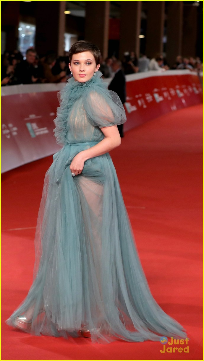 cailee spaeny blue valentino gown rome 15
