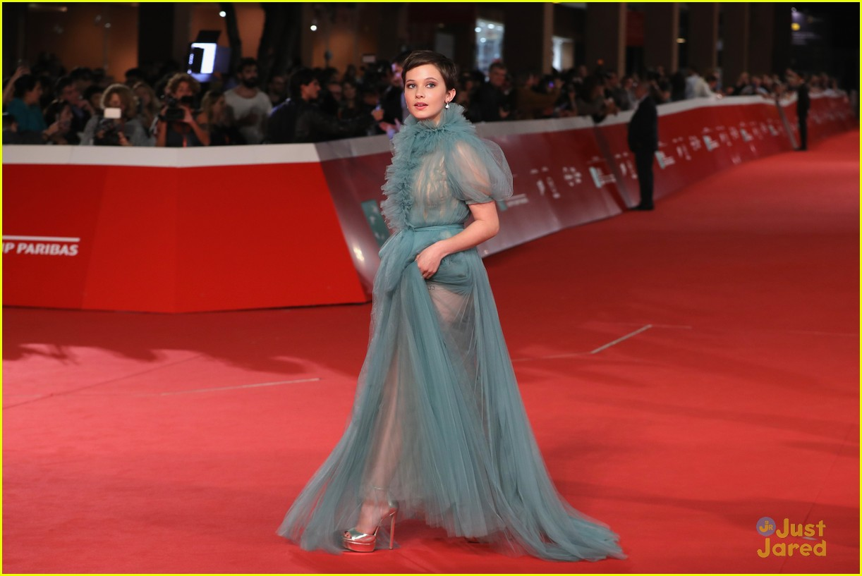 cailee spaeny blue valentino gown rome 17