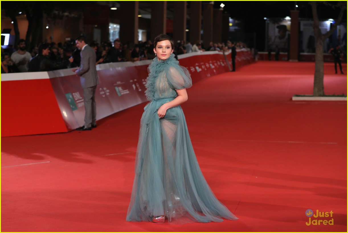 cailee spaeny blue valentino gown rome 19