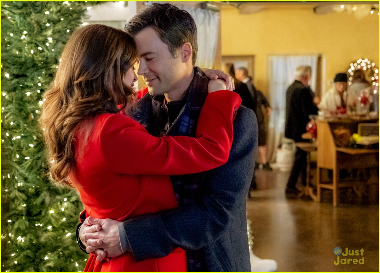See All The Pics From Danielle Panabaker S Hallmark Movie Christmas Joy Here Photo 1196374 Danielle Panabaker Pictures Just Jared Jr