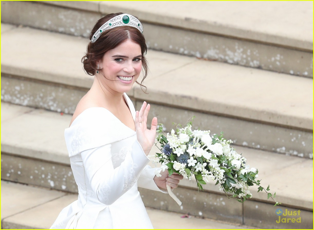 princess eugenie jack brooksbank royal wedding photos 04