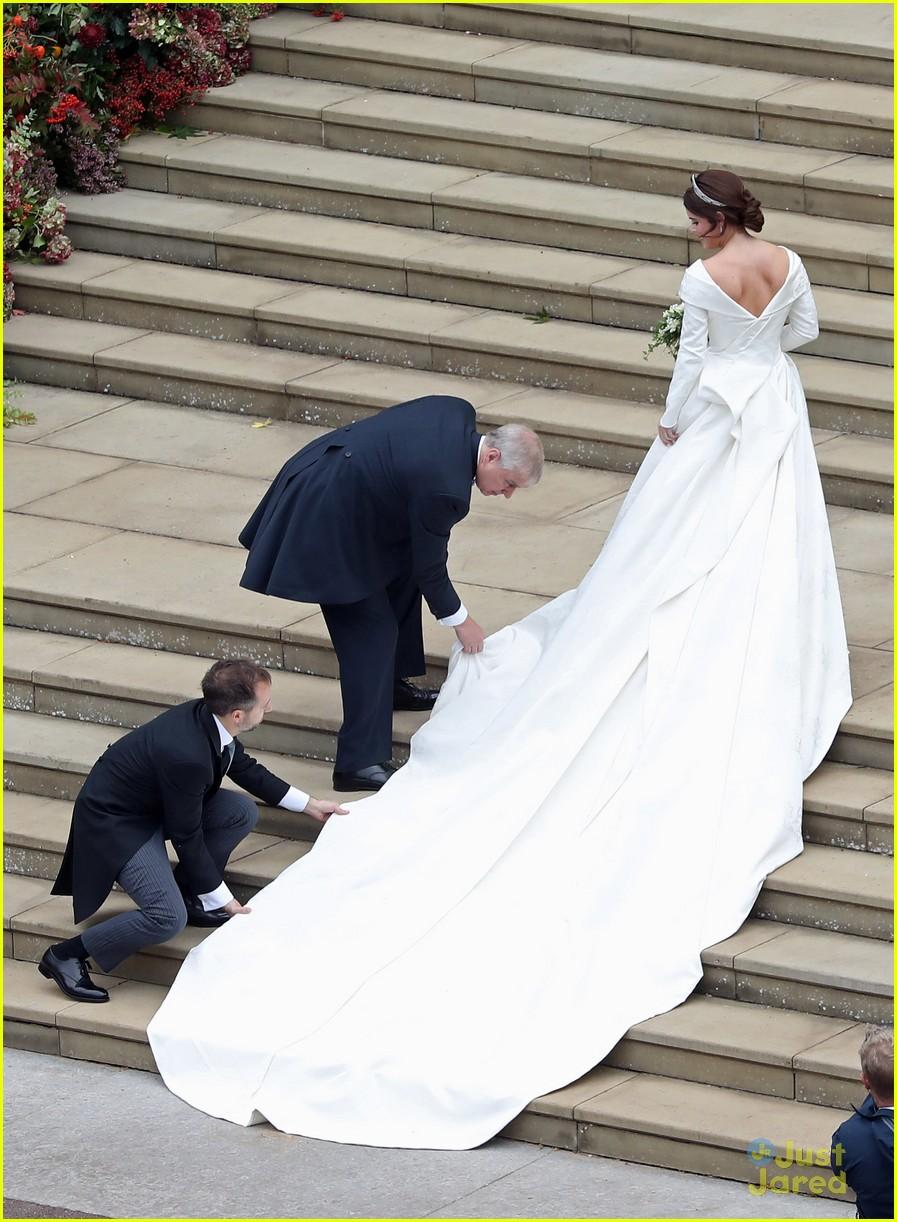 princess eugenie jack brooksbank royal wedding photos 05