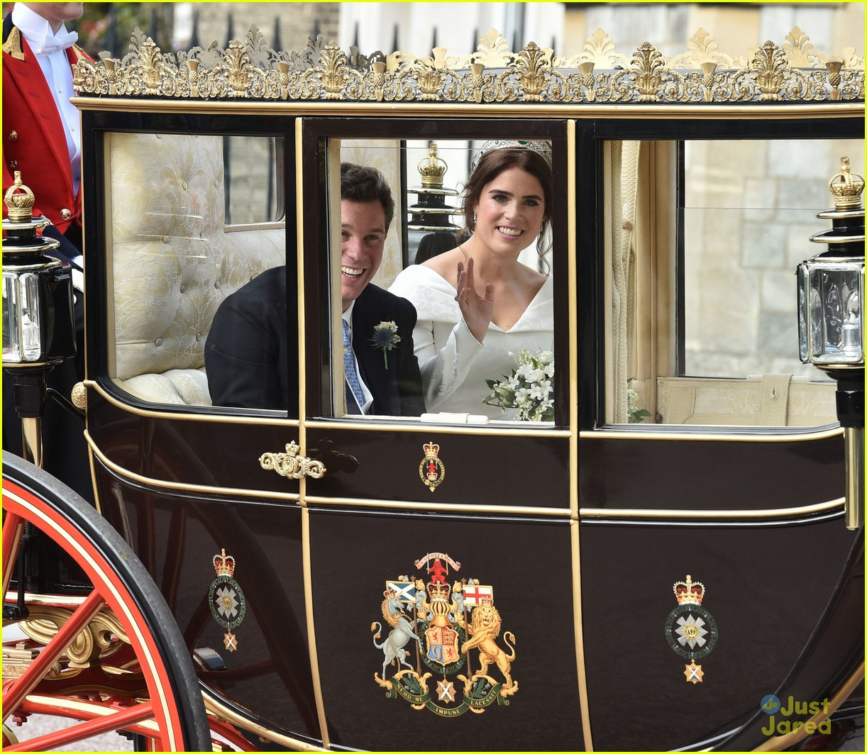 princess eugenie jack brooksbank royal wedding photos 07