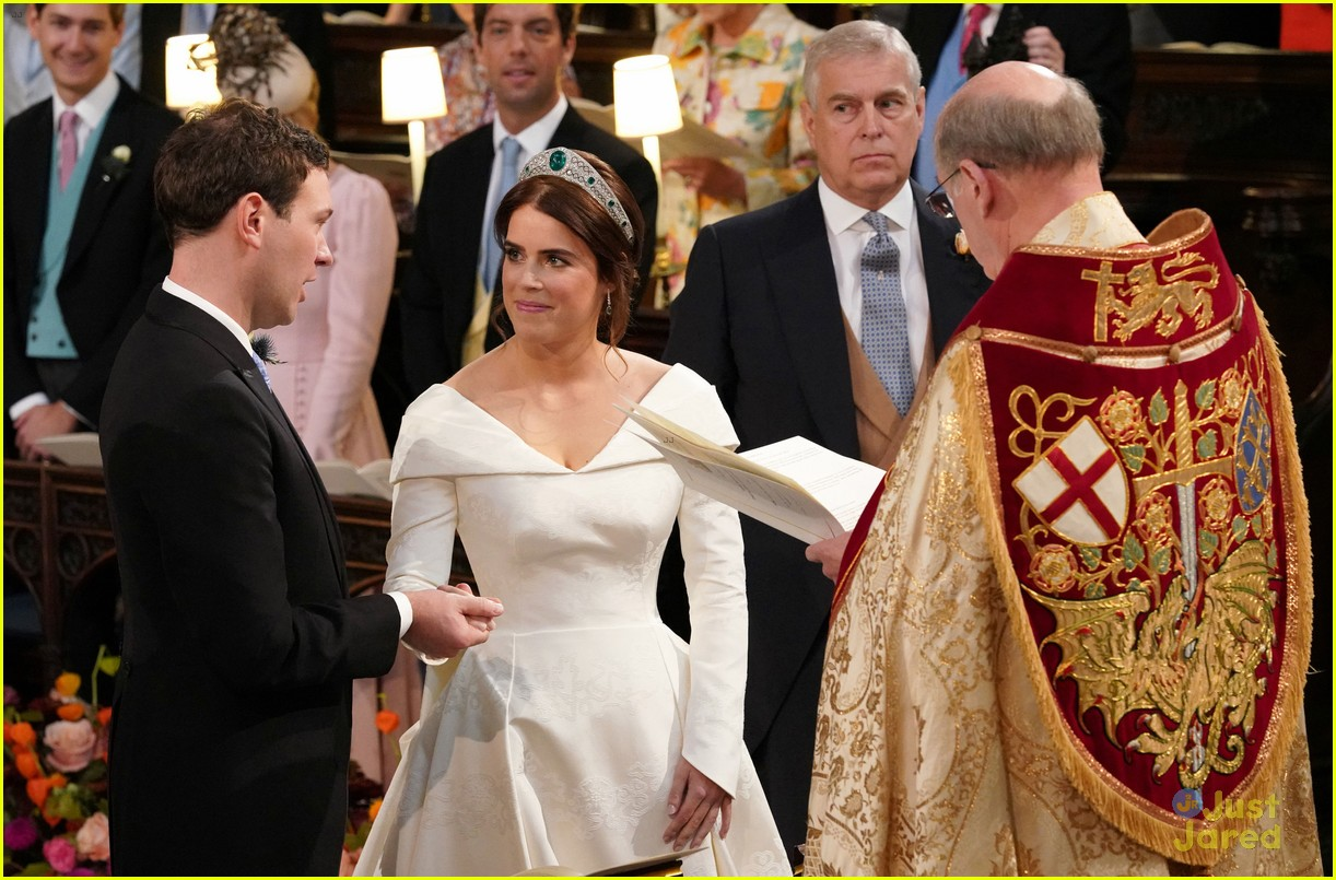 princess eugenie jack brooksbank royal wedding photos 09